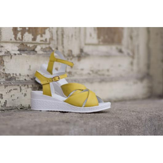 Жълти дамски ежедневни сандали 240 240yellow