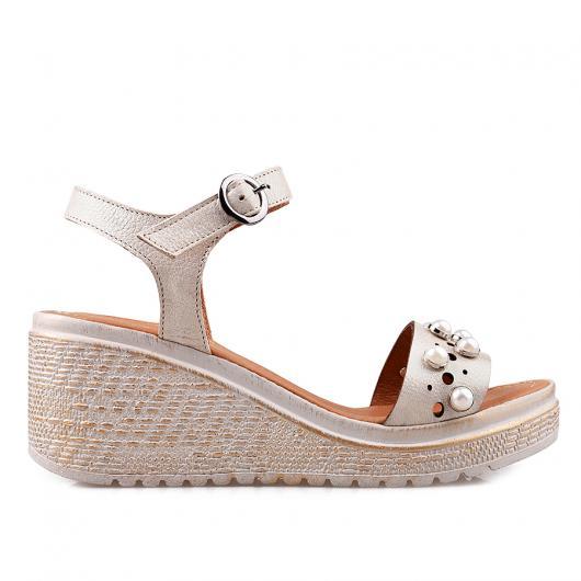 Бежови дамски ежедневни сандали 3045