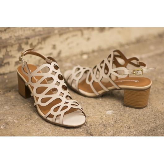 Бежови дамски ежедневни сандали Trinity