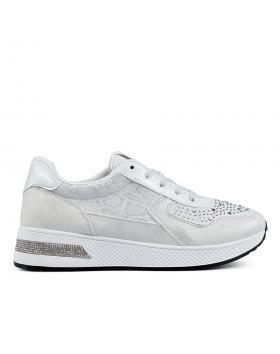 Бели дамски ежедневни обувки Christina в online магазин Fashionzona