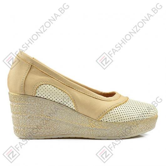 Бежови дамски ежедневни обувки Aleena