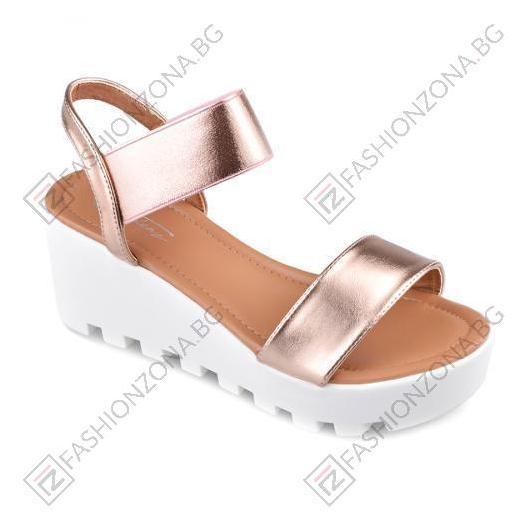 Златисти дамски ежедневни сандали Jessie