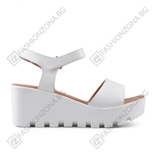 Бели дамски ежедневни сандали Mitzi
