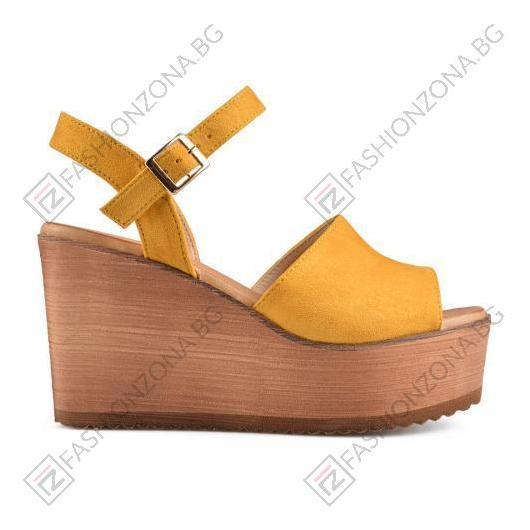 Жълти дамски ежедневни сандали Young
