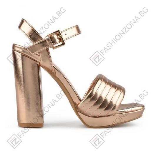 Златисти дамски елегантни сандали Jayla
