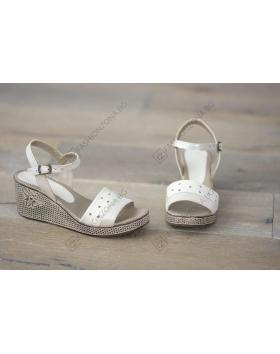 Бежови дамски ежедневни сандали Azalea в online магазин Fashionzona