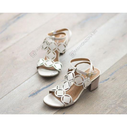 Златисти дамски ежедневни сандали Kaitlyn