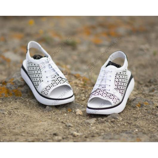 Бели дамски ежедневни сандали 4012 Kris