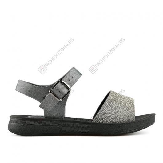 Сребристи дамски ежедневни сандали Soficita