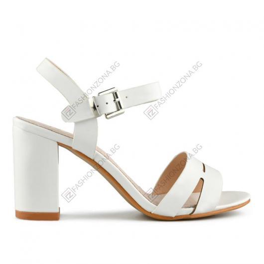 Бели дамски елегантни сандали Leocadia