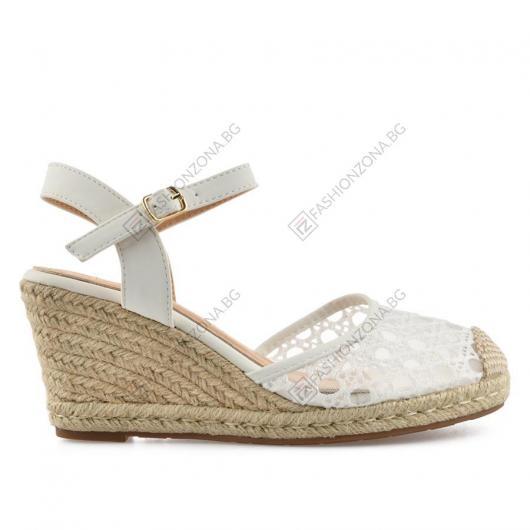 Бели дамски ежедневни сандали Techa