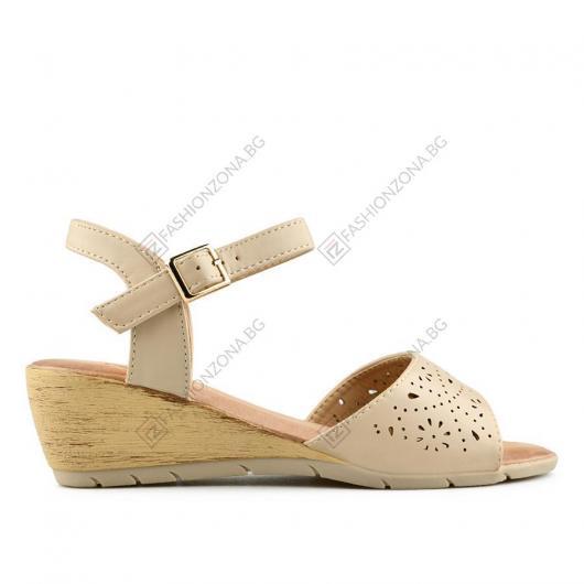 Бежови дамски ежедневни сандали Chefa