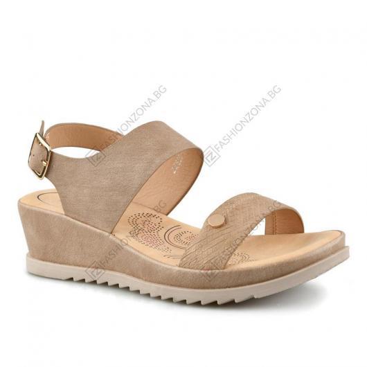 Бежови дамски ежедневни сандали Montana