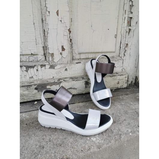 Бели дамски ежедневни сандали Cristina