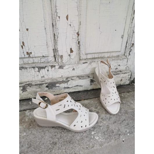 Бежови дамски ежедневни сандали Verena