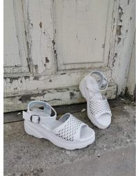 Бели дамски ежедневни сандали Feliz