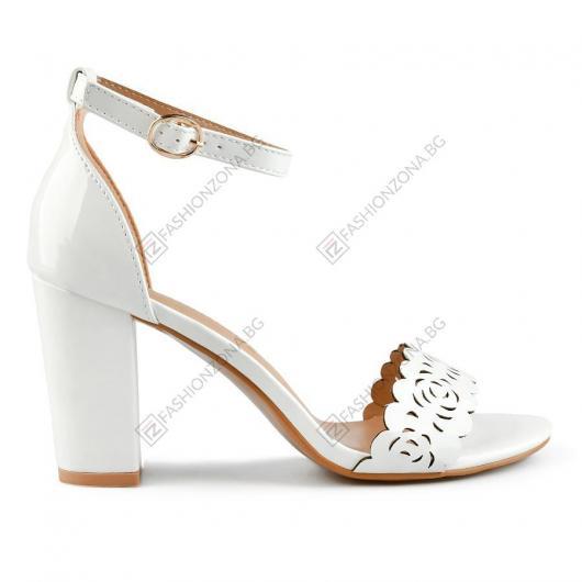 Бели дамски елегантни сандали Loida