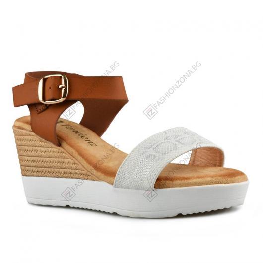 Бели дамски ежедневни сандали Persis