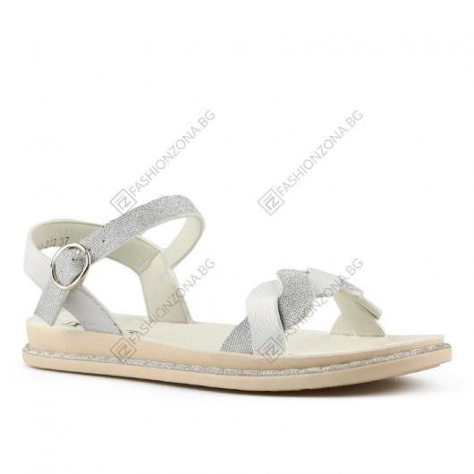 Бели дамски ежедневни сандали Chryssa