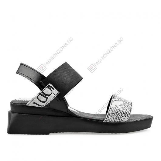 Черни дамски ежедневни сандали Lassie