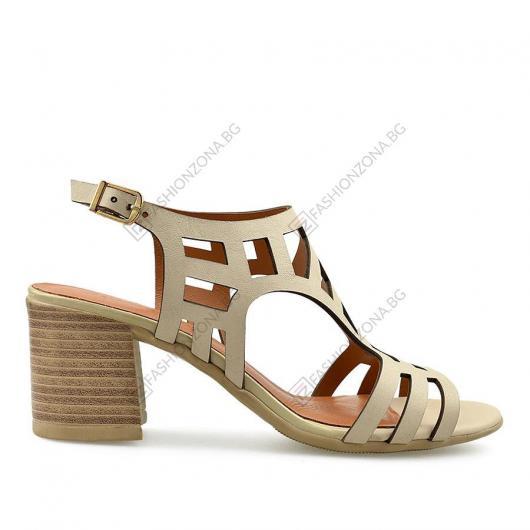 Бежови дамски ежедневни сандали Shayna