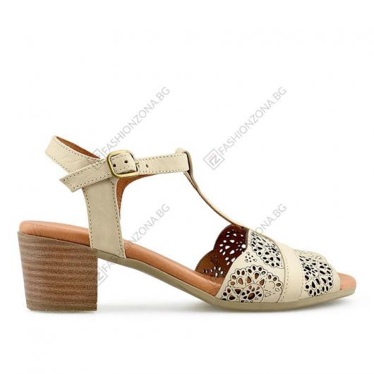 Бежови дамски ежедневни сандали Fabiola