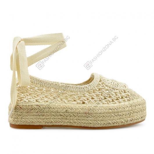 Бежови дамски ежедневни обувки Regine