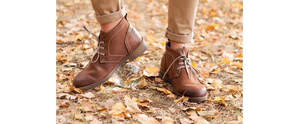 Защо ми скърцат обувките?