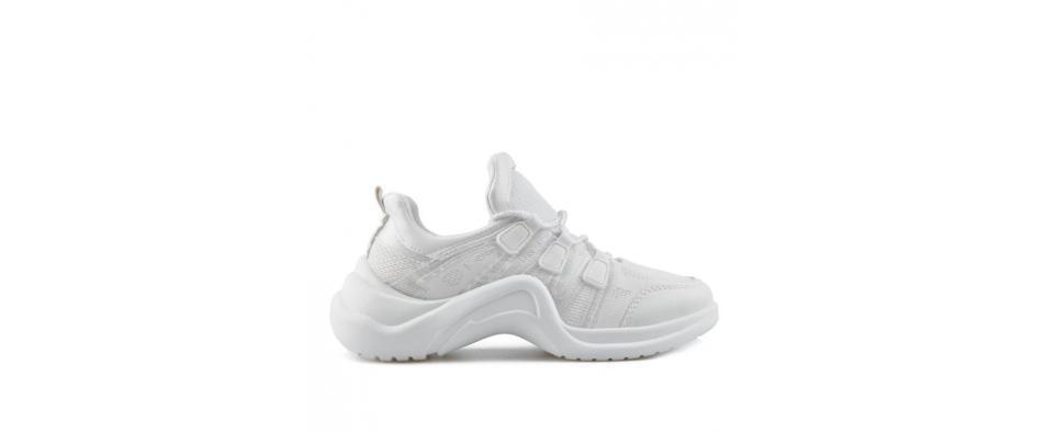 Защо белите маратонки са най-универсалните обувки ?